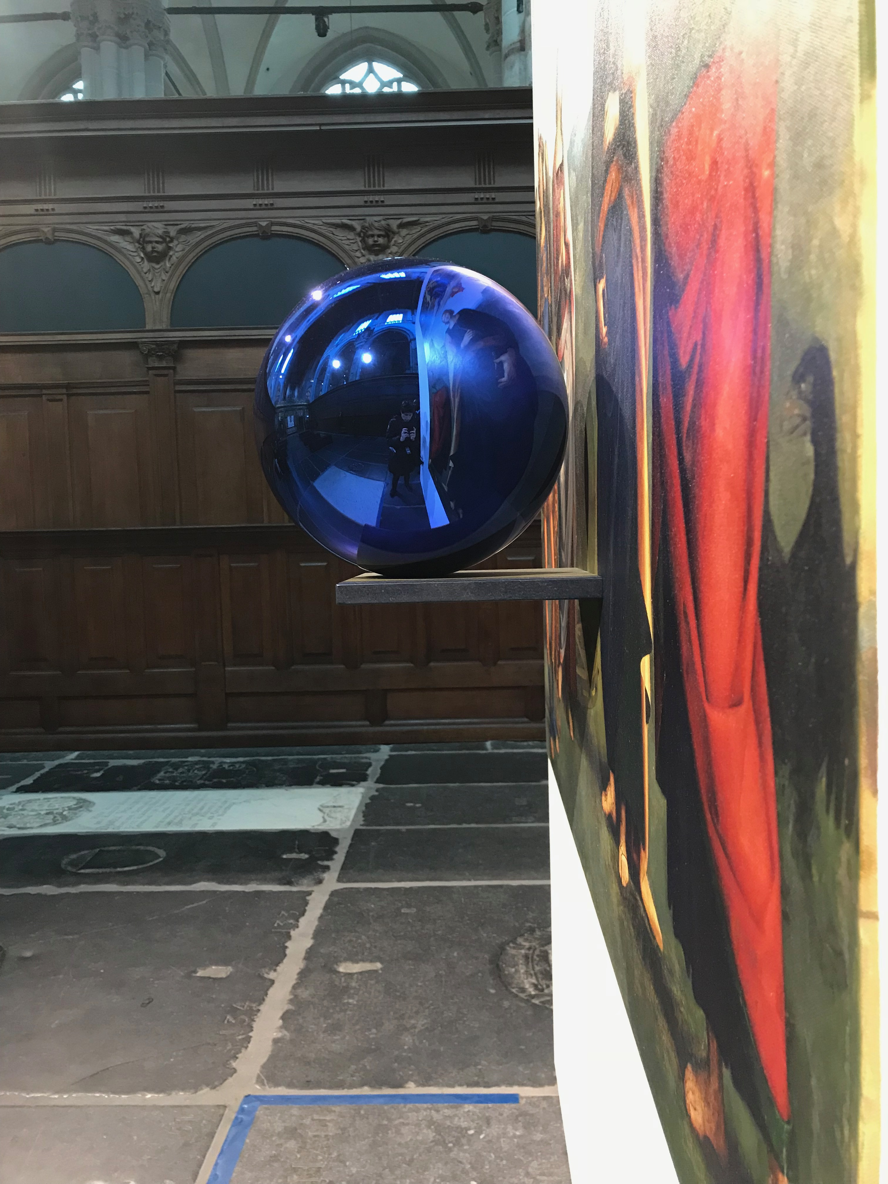 Jeff Koons Gazing ball zijaanzicht